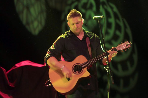 damien dempsey playing guitar onstage