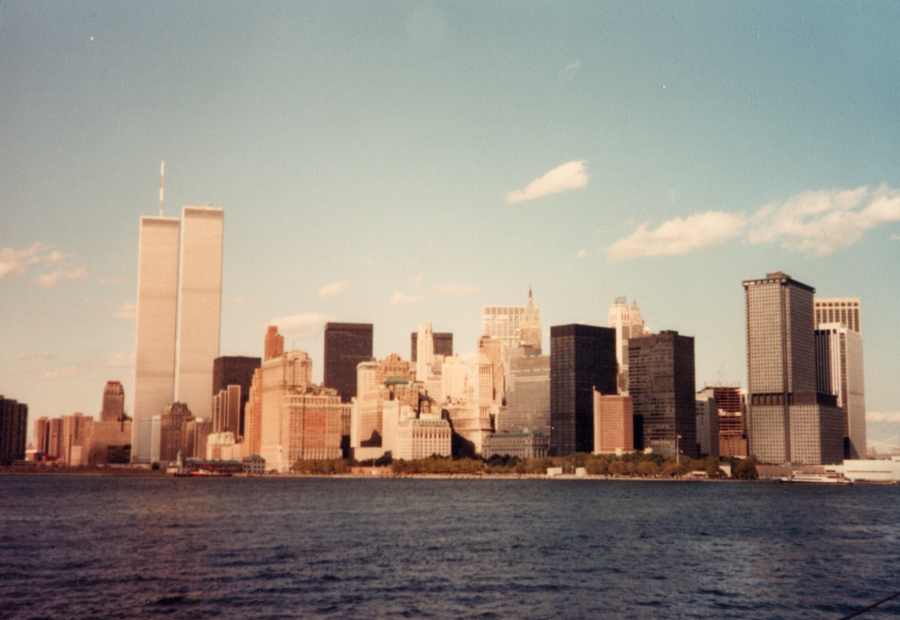 1984 NYC skyline showing Twin Towers